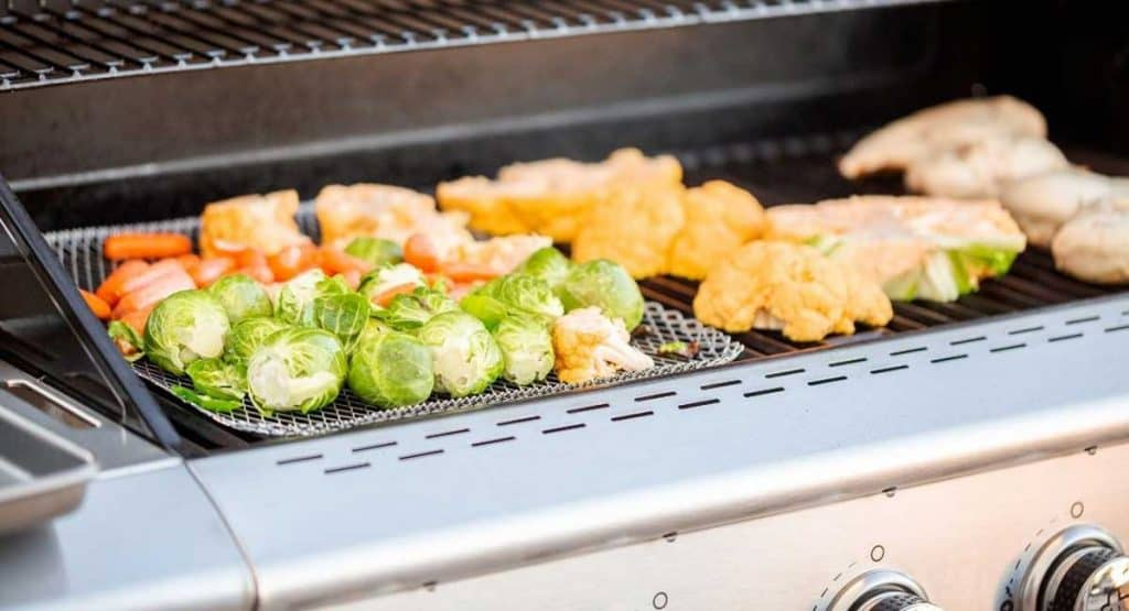 How to Smoke on a Gas Grill for Fantastic Meals